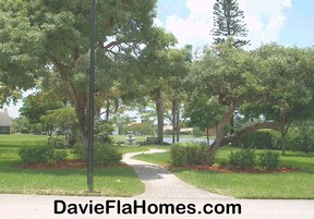 Lakefront park at Whispering Pines in Davie FL